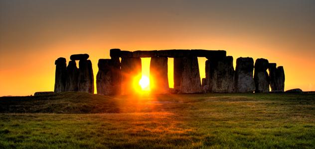 Stonehenge_sun-300