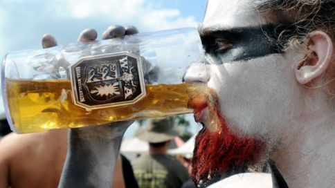 wacken fan drink afp10