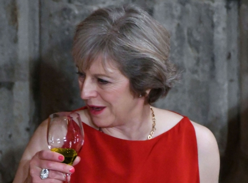 theresa-may-drinking prosecco